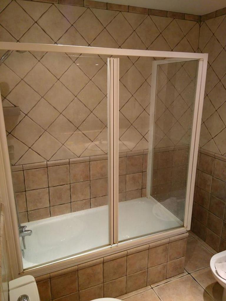 Bañera antes de su sustitución por plato de ducha
