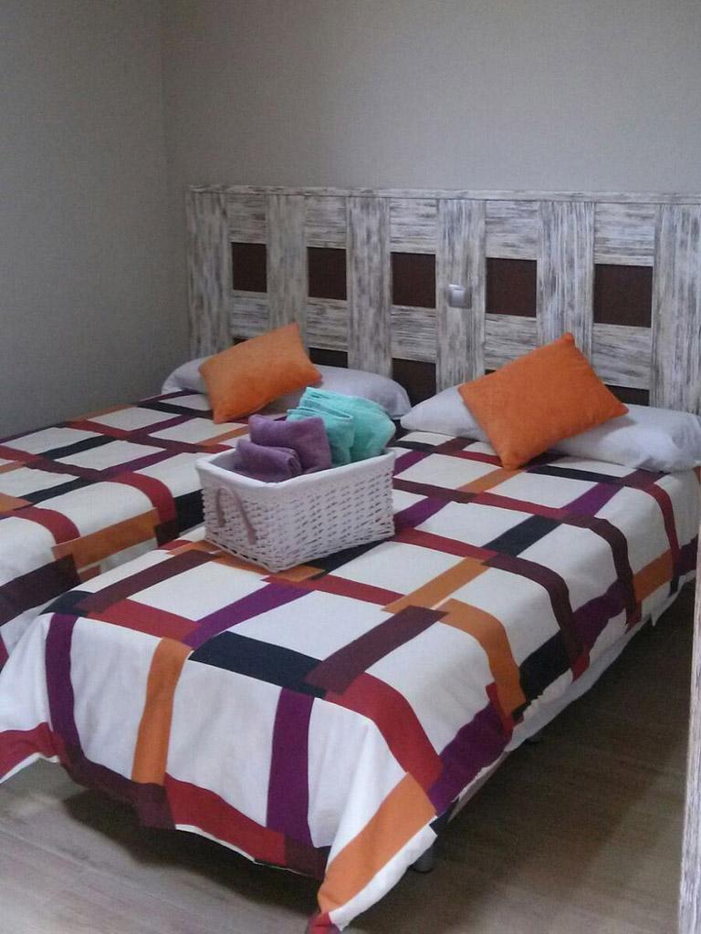 Diseño de cabecero para habitación de dos camas