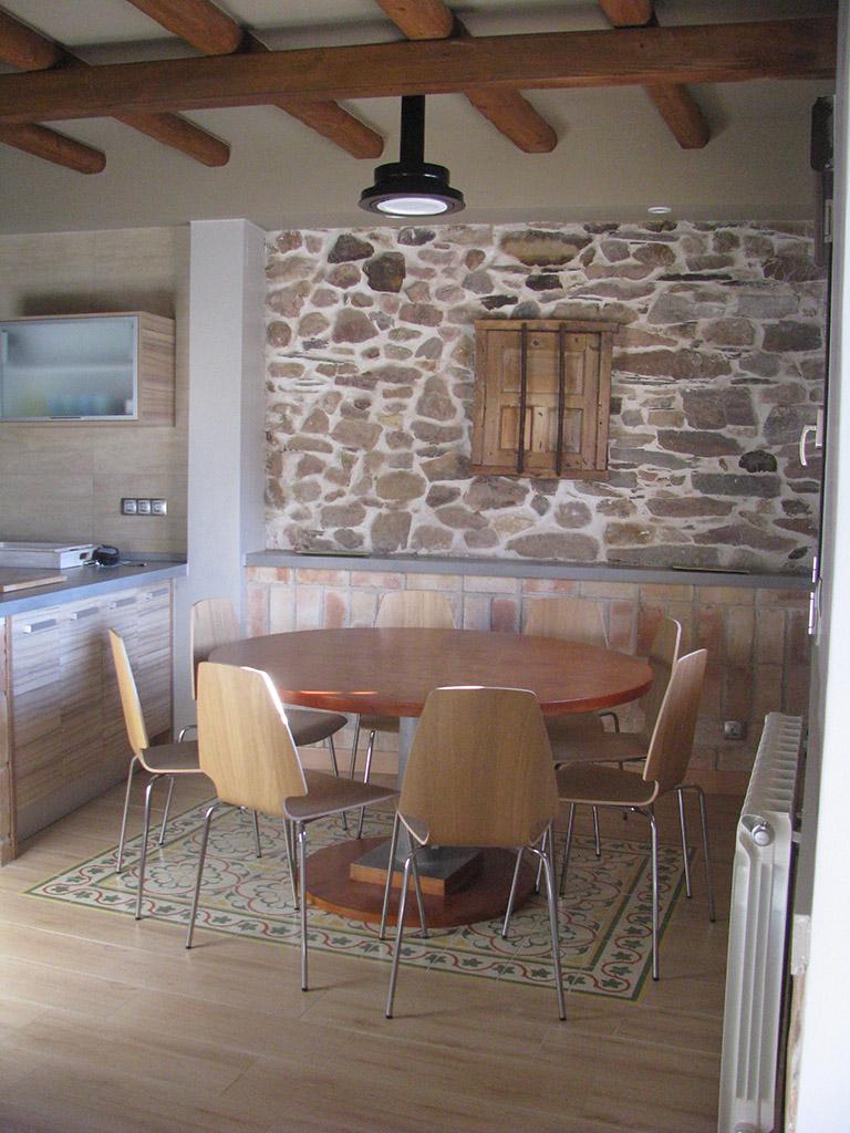Comedor abierto a cocina de diseño funcional