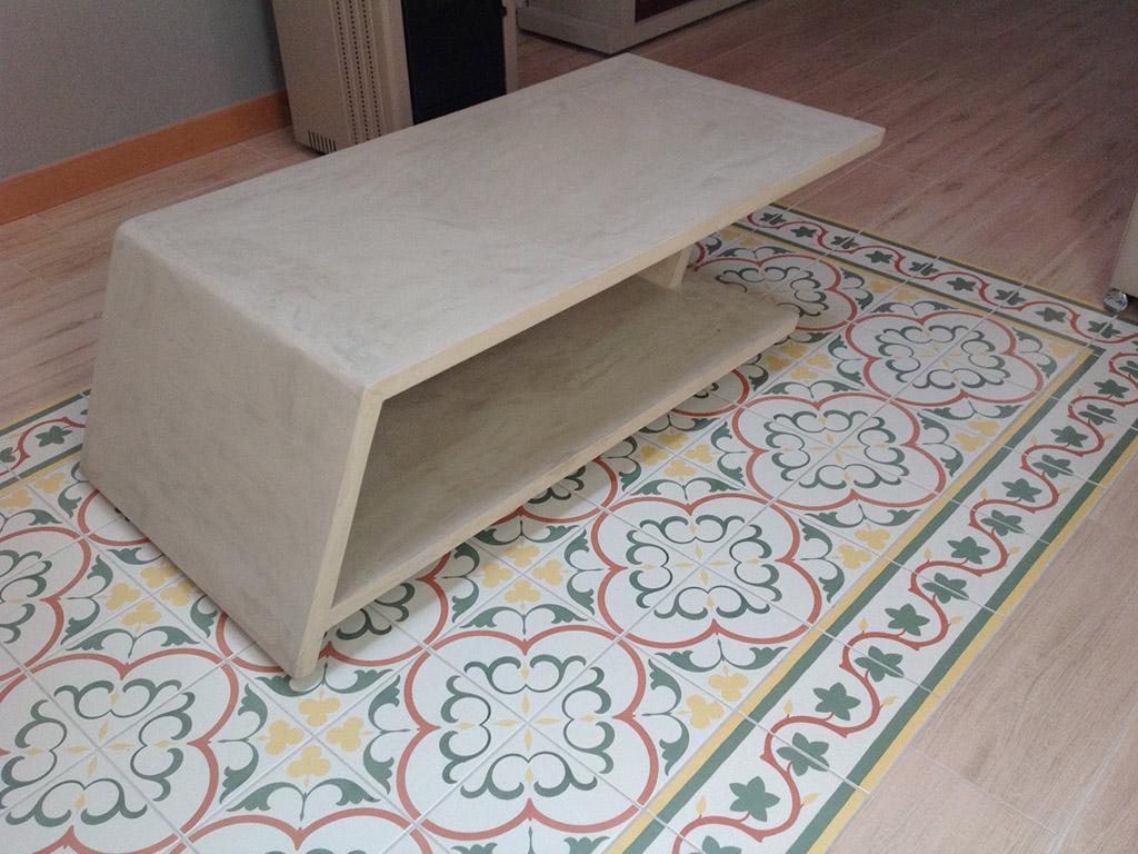 Mesa de salón sobre suelo vintage